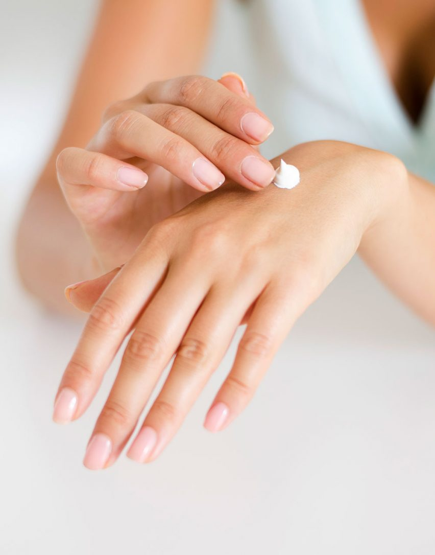 The difference between serum and moisturizer are obvious and then again, not so obvious. On the surface one looks clear-ish, runny and almost invisible when applied, the other looks white, can form 'soft-peaks' and takes a wee while to rub-in, or if you're a skincare pro, pat-in. Does a serum offer your skin more benefits than moisturizer? Should you apply serum or moisturizer first? What are the face serum benefits? What are the benefits of moisturizer? These are all questions that noticeable difference in consistency can't quite reveal. There's something more going on here 'eh. A little something that we can answer together today by having a good ol' gossip about the answer to this one umbrella-ing question... What's the difference between serum and moisturizer? Let's get going my friend...